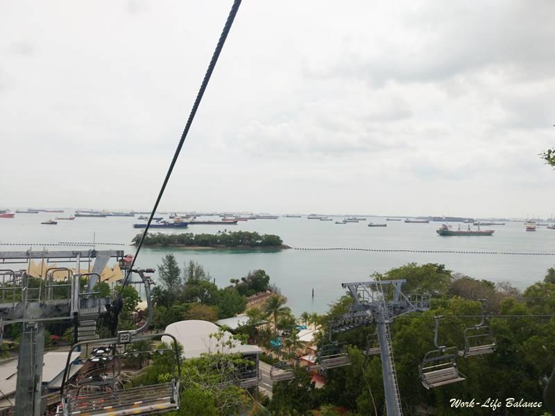 空中吊椅後望新加坡海峽