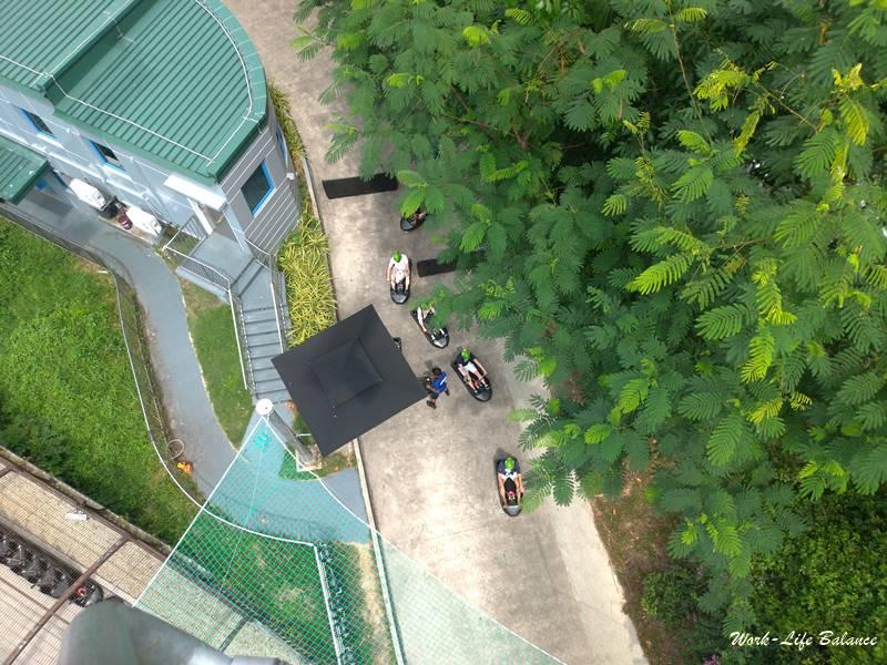 從空中吊椅上看斜坡滑車